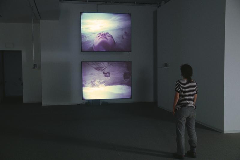 état guerrier, installation vidéo de manon labrecque, corps, eau, fleuve