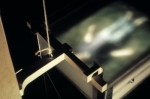 exercices d'enracinement,installation cinétique et sonore de manon labrecque,corps,maison,marteau,naissance,mort