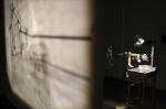 projections,installation cinétique et sonore de manon labrecque,mécanismes,silhouette,maison,chien,enfance,chute perpétuelle,lanterne magique