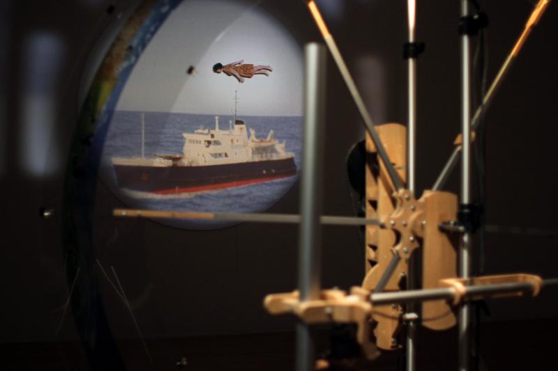 les traversées,installation cinétique et sonore de manon labrecque,mécanismes,images,corps,flute,paysages,lanterne magique