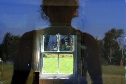double,vidéo de manon labrecque,jumeaux,dualité,corps,reflets,abîmes,lumière