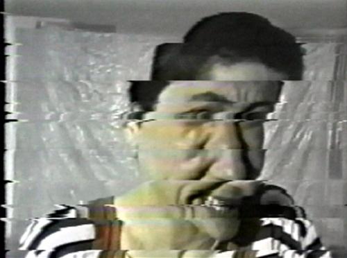 en deçà du réel,vidéo de manon labrecque, rire,monstration,temporalité,enfermement,impuissance