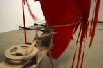 objets de cris et de vents,installation cinétique et sonore de manon labrecque,mécanismes en bois,formes gonflées d'air,rouge,